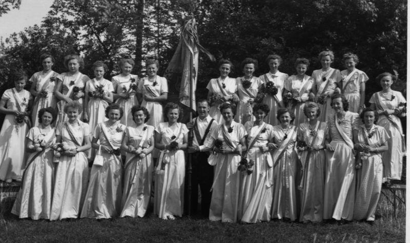 Die Fahnenmädchen im Jahr 1952